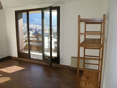 APARTMENT 1 ROOM TO RENT - BRIANCON - 30 m2 - 420 € including tenant fees