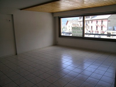 APARTMENT 4 ROOMS TO RENT - BRIANCON - 89,91 m2 - 900 € including tenant fees