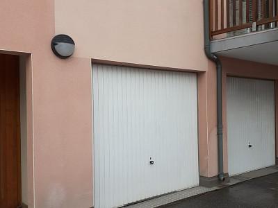 GARAGE A LOUER - BRIANCON - 96 € charges comprises par mois