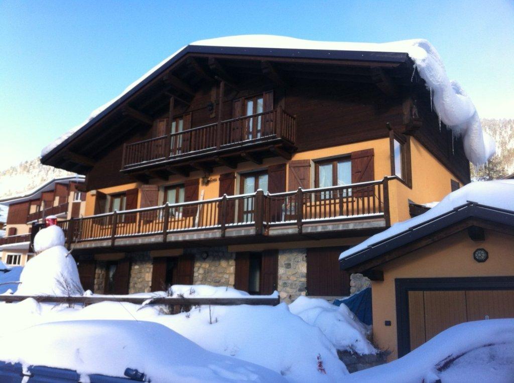 CHALET FOR SALE - MONTGENEVRE VILLAGE - 250 m2 - 1�0�0 €