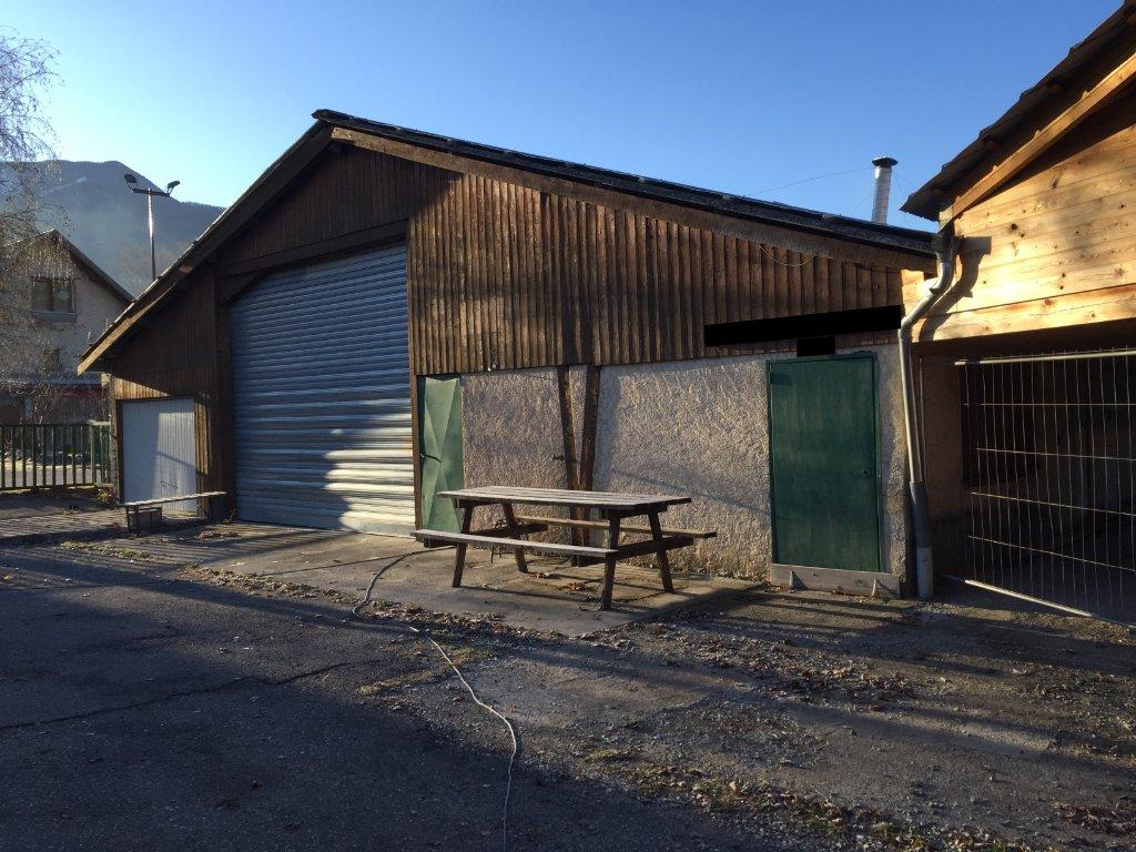 IMMEUBLE DE RAPPORT A VENDRE - BARATIER - 230 m2 - 142000 €