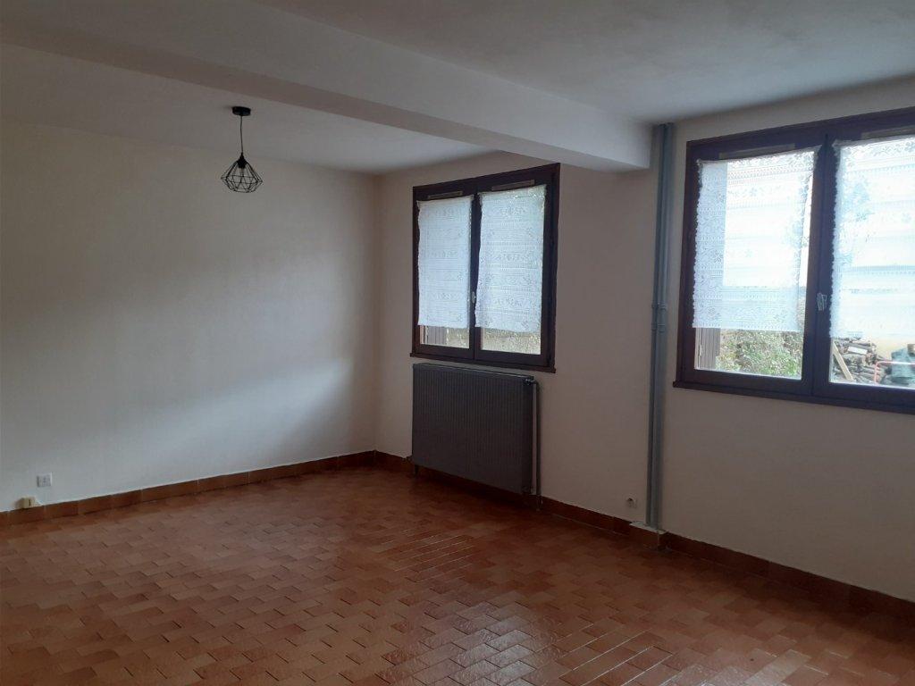 STUDIO A LOUER - BRIANCON - 27 m2 - 325 € charges comprises par mois