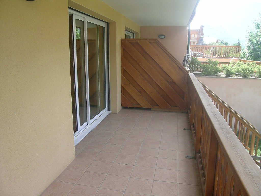 APARTMENT 2 ROOMS TO RENT - BRIANCON - 38 m2 - 543 € including tenant fees