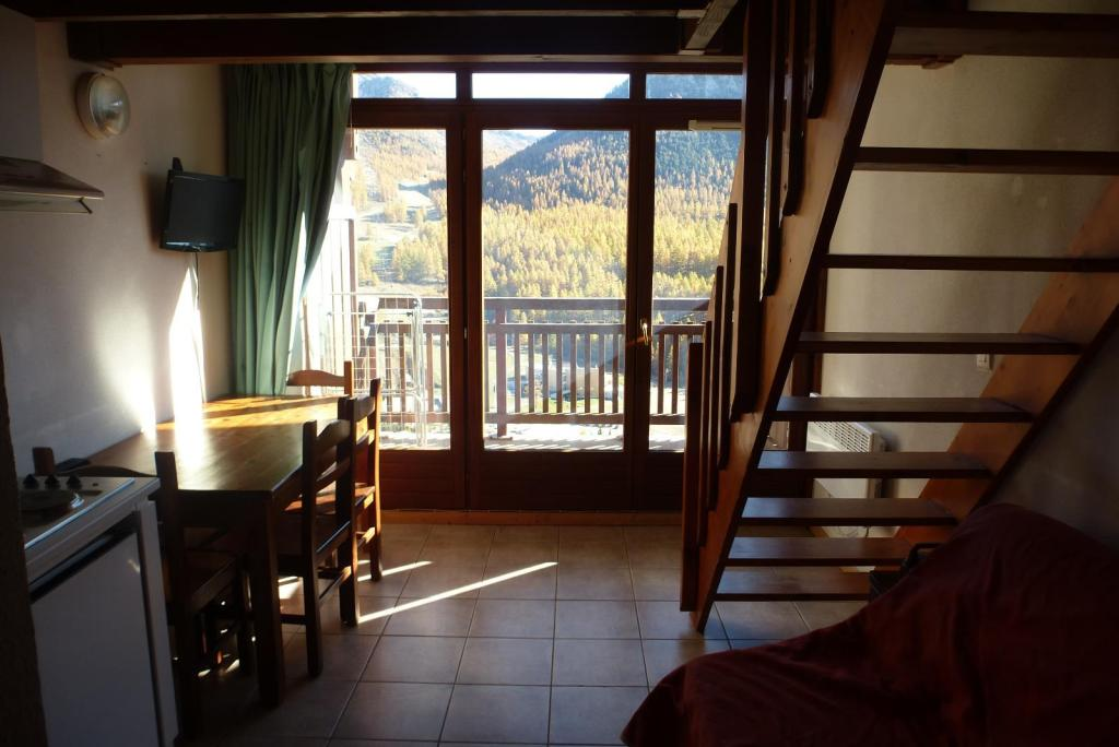 APARTMENT 2 ROOMS FOR SALE - MONTGENEVRE VILLAGE - 22,55 m2 - 110 000 €