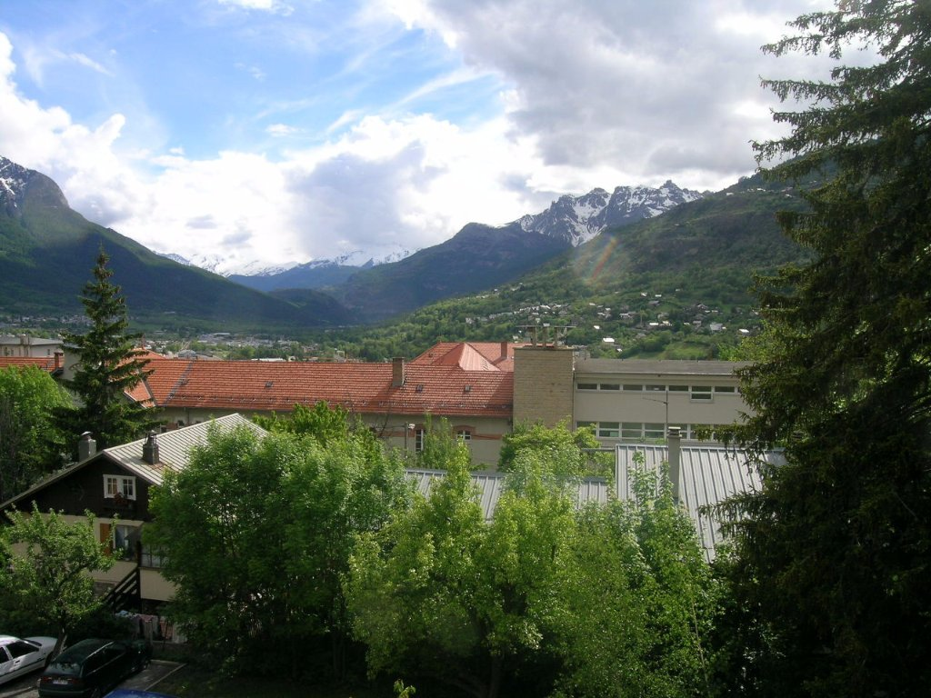 APARTMENT 3 ROOMS TO RENT - BRIANCON - 70 m2 - 914 € including tenant fees