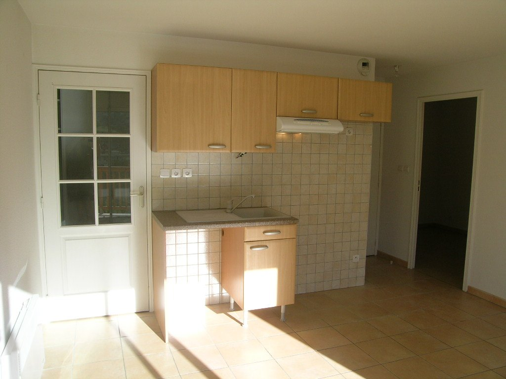 APARTMENT 4 ROOMS TO RENT - BRIANCON - 68 m2 - 1 020 € including tenant fees